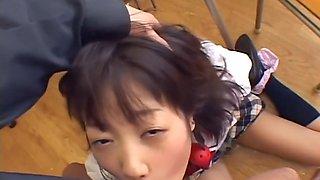 Japanese schoolgirl - deepthroat 01