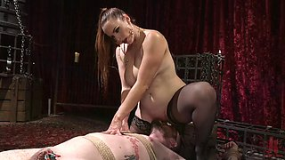 Juggy mistress bella rossi is facesitting sub slave