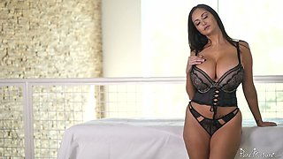 Concupiscent French seductress Ava Addams gives a titjob before a pussy pounding