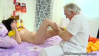 Raunchy coed Olga gets her pussy eaten out by her doctor