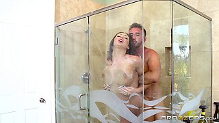 Horny cheating mom gets fucked by her lover in the shower