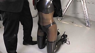 Latexbondage girl