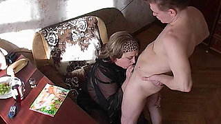 Mature Lady Extremely Horny After Reading Porn