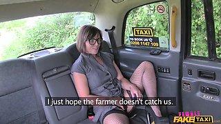 lesbian fucks the cab driver
