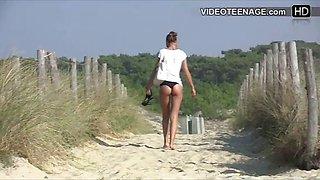 candid teen bikini ass at beach