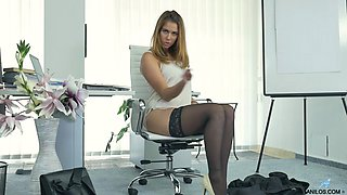 Smoking hot secretary in hot pantyhose fondles her sweet muff