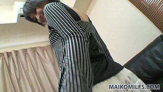 Slutty milf Seiko Kuramoto doesn't mind getting her fancy tickled