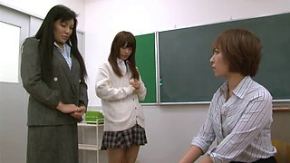 Teacher spanks student n her mom