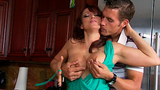 Kinky housewife seduced her new neighbour so she could get banged