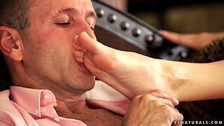 Curly beauty Monique Woods fucks foot fetishist on the couch