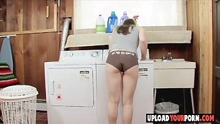 Perfect girl fingering her pussy on the wach machine