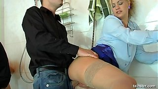 Kinky friends letting the guys penetrate them with their cum-guns