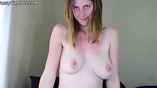 Hairy milf puts dildo deep in - PussyCam365.com