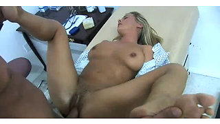 Kinky gyno doctor fucks Bree Olson's pussy after examination