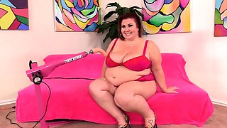 Fucking Machine Makes BBW Lady Lynn Cum
