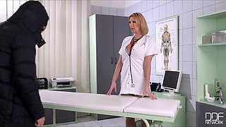Stunning well shaped blonde doctor lures her patient to win his dick for BJ