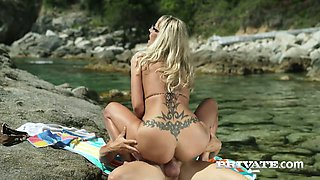 Tanned milf in bikini Lana Vegas enjoys having crazy sex on the beach