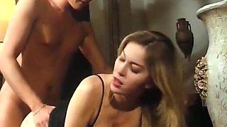 Moana pozzi - le assatanate del sesso sc.2