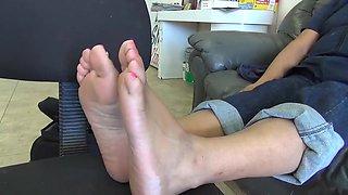 Mexican BBW Feet Pink Toenails