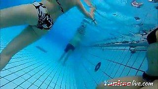 girsl underwater at pool amateur