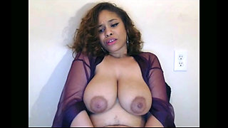 Thick redbone playing with herself