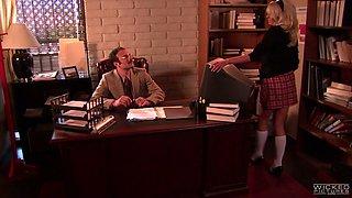 Fucking hot blond secretary Stormy Daniels give sblowjob to her boss