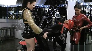 Two latex mistresses peg slave hard with strapon .