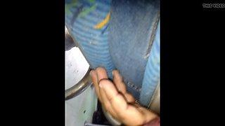 METIENDO DEDOS CASADA BUS  (CON MANCHA RAYA CULO) 5