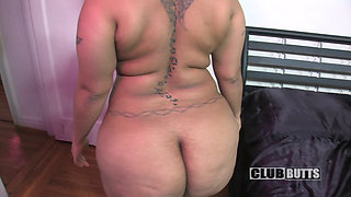 Chyna Red showing off her massive body