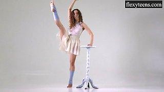 Flexible Teen Urusula Fe